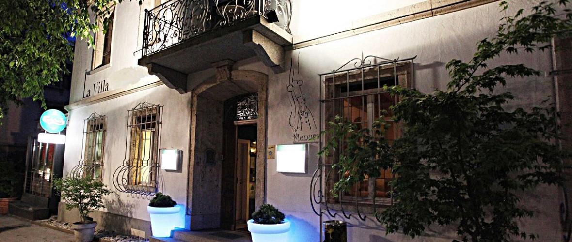 Façade de La Villa, by Night